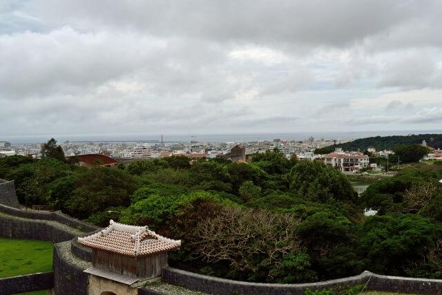 雨の日の那覇市内