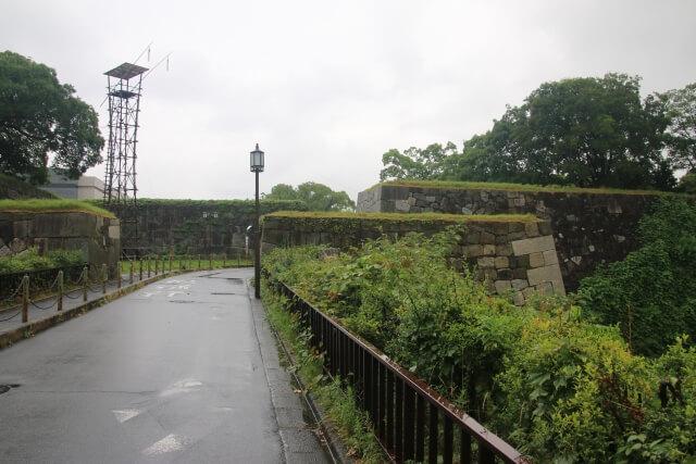雨の日の名古屋城